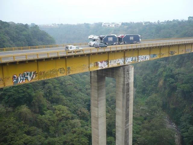 graffiti_mexico_bridge_04